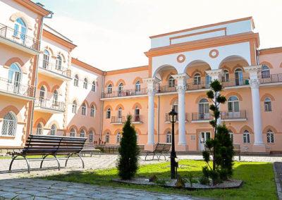 Фотография дворика санатория Целебный Ключ