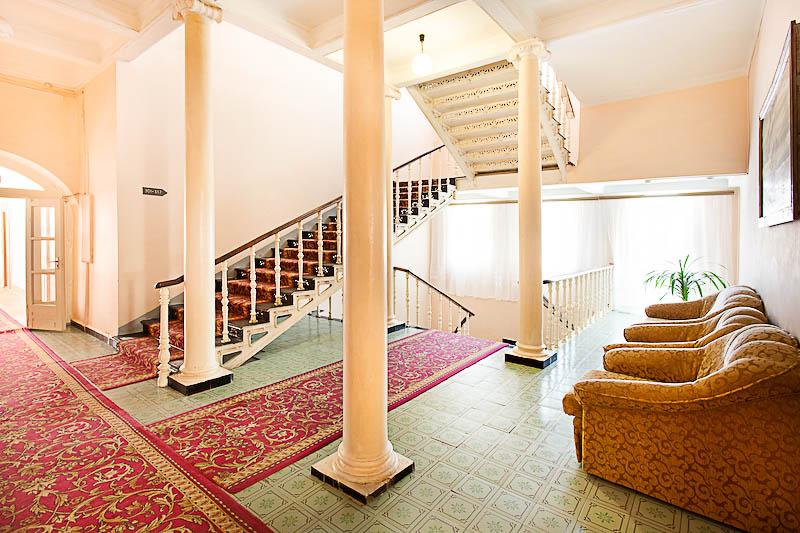 Фотография лестницы санатория Целебный Ключ