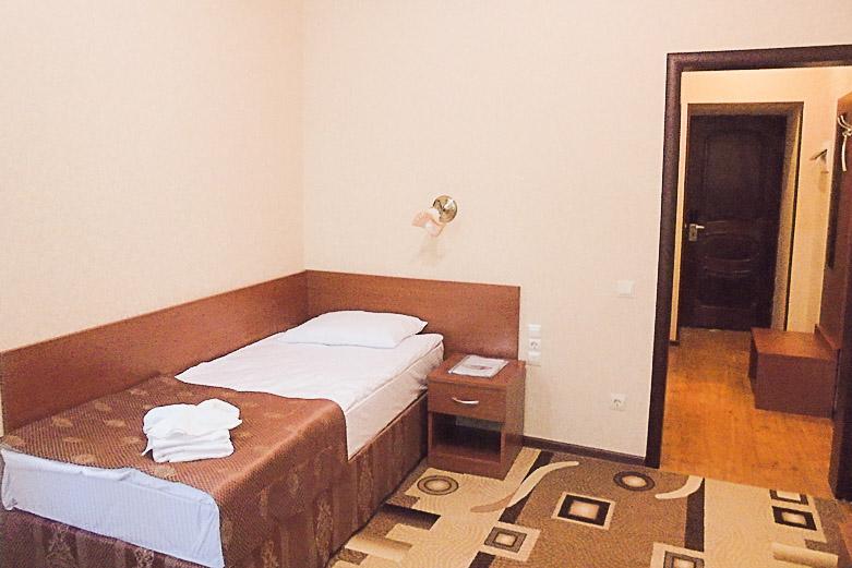 Фотография спального уголка в одноместном номере первой категории