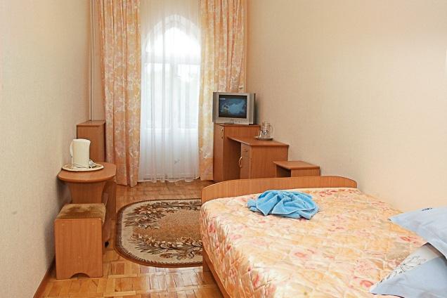 Фотография комнаты в старом одноместном номере первой категории